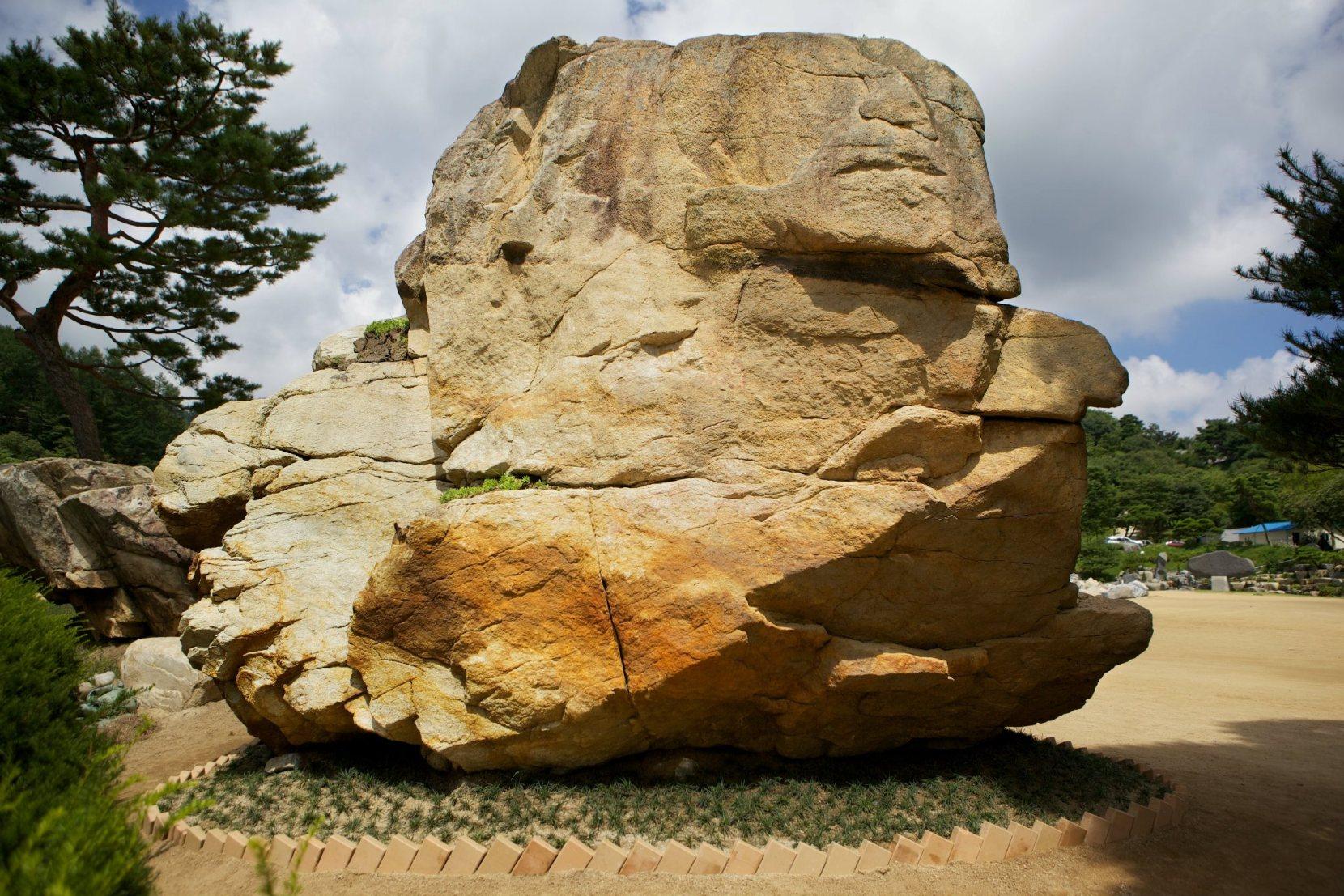 「私の見つけた形象石」その2:御子岩…?