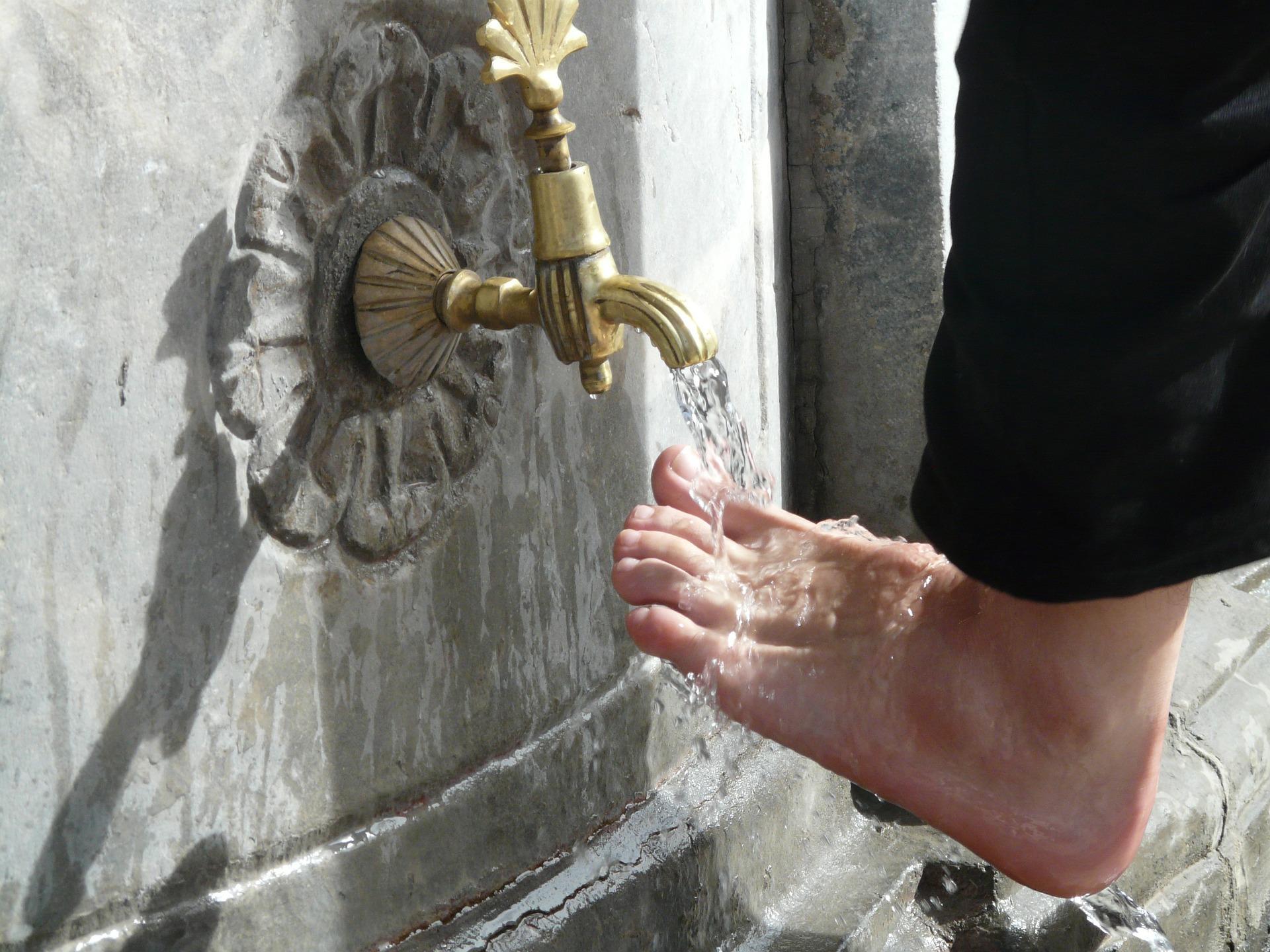 自分の足は誰が洗うのか?~床屋のパラドックスとイエス様~